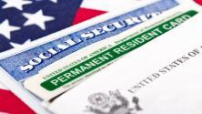 """""""Tratan de intimidar"""": polémica por creación de oficina para revocar ciudadanía a inmigrantes que han cometido delitos graves"""