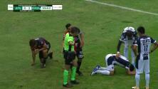 ¡Expulsión! El árbitro saca la roja directa a José Abella.