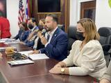 Alcaldes asociados se reúnen con secretario de Vivienda para atender tema de fondos federales
