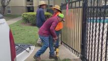 Trabajadores en exteriores tienen que adaptarse a las altas temperaturas