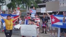 """""""Abajo la dictadura"""": cubanos protestan en Charlotte por crisis en la isla"""