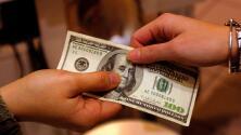 Negocios pequeños en Los Ángeles aplican el aumento al salario mínimo de 15 dólares por hora