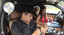 Mira quién tiene CD's aún en el coche: Ana Patricia... y son de Julión Álvarez
