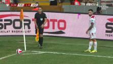 ¡TIRO ATAJADO! disparo por Marko Vesovic.