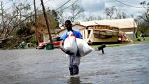 Equipos del sur de Florida ayudan en las labores de rescate en Louisiana tras el paso del huracán Ida