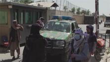 """""""Es algo deprimente"""": expertos analizan la situación en Afganistán tras toma del poder de los talibanes"""