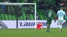 ¡GOL!  anota para Dinamo Zagreb. Iyayi Atiemwen