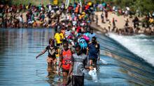 EEUU deportará desde este domingo a un gran número de los migrantes haitianos en Del Río, Texas, informa AP