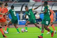 Zambia cae ante Países Bajos 3-10 en su debut en Tokyo 2020. Este partido es histórico, pues suma la mayor cantidad de goles en unos Juegos Olímpicos y también la peor caida del país africano en su historia. Vivianne Miedema hizo un póker y Lieke Mertens un doblete para la 'Naranja Mecánica', mientras que Bárbara Banda anotó los únicos tres tantos para su escuadra.