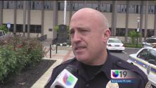 Policía de Stockton buscan a dos sospechosos de asaltar a una mujer a mano armada