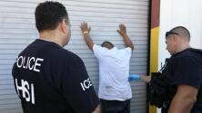 Arrestos a indocumentados en lugares de trabajo subieron 700% en año fiscal 2018, bajo la era Trump