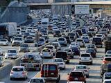 Millones de personas viajan este fin de semana feriado por las carreteras de California