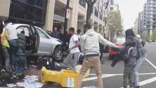 El dramático momento en que un auto arrolla a cuatro personas y cómo son rescatados