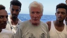 Richard Gere aborda a un barco con más de 120 migrantes para pedir que les dejen llegar a un lugar seguro