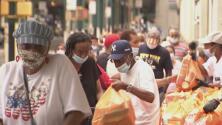 Los Yankees y el Food Bank se unen para repartir comida a los menos favorecidos en El Bronx