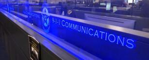 Al no tener suficientes operadores de emergencia, policías y bomberos han tenido que contestar llamadas