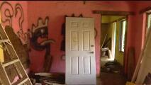 Esta es la casa abandonada de Juan Gabriel que fue refugio de drogadictos y prostitutas