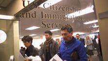 ¿Tienen vías los demócratas para aprobar el plan de ajuste de estatus para millones de migrantes en EEUU?
