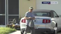 Papá de Brian Laundrie ayuda a la policía en la búsqueda de su hijo