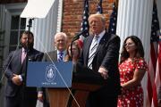 Donald Trump presenta demanda contra Facebook, Twitter y Google, y sus directores ejecutivos