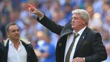 Steve Bruce, entrenador del Hull, negocia para dirigir a Inglaterra