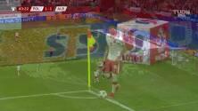 ¡GOL!  anota para Polonia. Kamil Glik