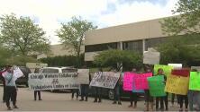 """Empleados demandan a una compañía en Waukegan por """"obligarlos"""" a entregar sus huellas dactilares"""