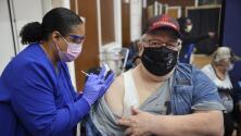 Los CDC expanden el criterio de las personas que son elegibles para la tercera dosis de la vacuna contra el coronavirus