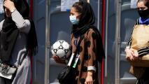 La selección femenil juvenil afgana escapa a Pakistán