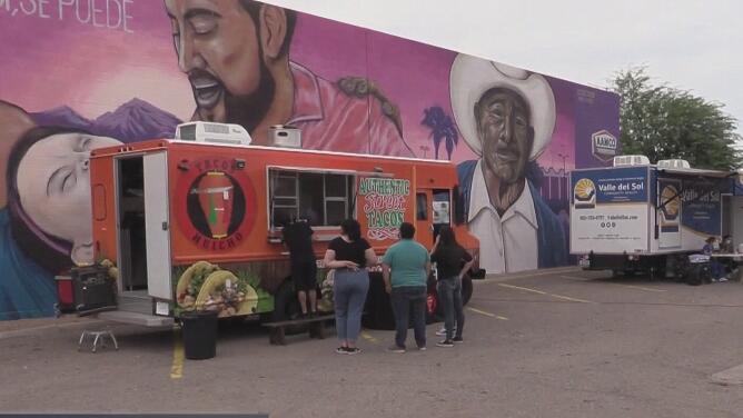 Ofrecen tacos gratis de pastor y asada para promover la vacunación en el oeste de Phoenix