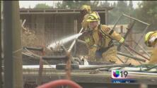 Voraz incendio en Elk Grove