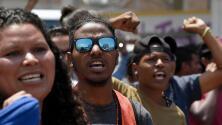 Líderes de caravana de migrantes se muestran decepcionados tras audiencia con funcionarios mexicanos