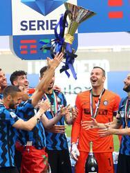 Inter goleó al Udinese 5-1 y se corona campeón de la Serie A El equipo celebró su Scudetto en su casa y con sus aficionados.Young, Eriksen, Lautaro, Périsic y Lukaku firmaron la paliza. Roberto Pereyra marcó el único tanto para los visitantes.