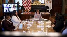 """""""Ustedes merecen todos los derechos que vienen con la ciudadanía"""": Kamala Harris en reunión con dreamers"""