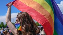 """""""No estoy confundida"""": mujer bisexual desmiente mitos sobre esta comunidad en el mes del orgullo LGBTQ+"""