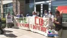 En Sacramento se manifestaron en apoyo a los normalistas desaparecidos de Iguala