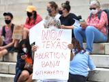 De restringir el aborto al porte de armas en público sin licencia: polémicas leyes que Texas puso en vigor esta semana