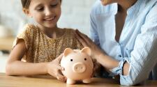 Educación financiera en jóvenes: tres lecciones que deberían aprender de los padres