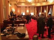 Senado de California aprueba una ley que otorga cobertura de salud a jóvenes indocumentados