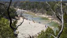 Este parque texano ofrece un recorrido repleto de huellas fosilizadas de dinosaurios