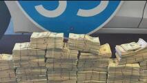 Autoridades del condado de Williamson arrestan a hombre por llevar casi 300,000 dólares en efecto