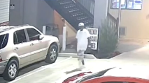 Autoridades buscan a persona de interés para esclarecer el homicidio de un hombre hispano en Arlington