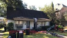 Artista en Dallas decora su casa con una escena de crimen y los vecinos llaman a la policía