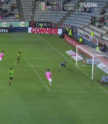 ¡Atajadón de Felipe Rodríguez! Le niega el inminente gol a Nico Ibáñez
