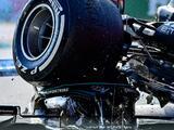¡Impresionante! La llanta del auto de Max Verstappen tocó el casco de Lewis Hamilton