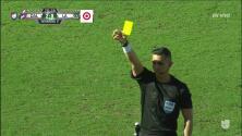 Tarjeta amarilla. El árbitro amonesta a Daniel Steres de LA Galaxy