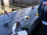 La historia detrás de las rosas blancas sobre los nombres de las víctimas de los ataques del 11 de septiembre