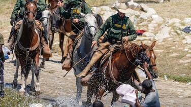 Cuáles son los derechos de los inmigrantes que piden asilo en la frontera