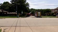 Ante las altas temperaturas, así operaron los bomberos para atender un incendio en Irving