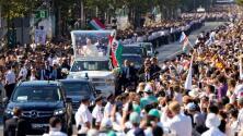 El Papa Francisco inicia su gira por Europa del Este visitando Hungría y Eslovaquia
